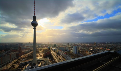Der Funkturm am Alexanderplatz, fotografiert von der Dachterrasse  des Park Inn Hotels